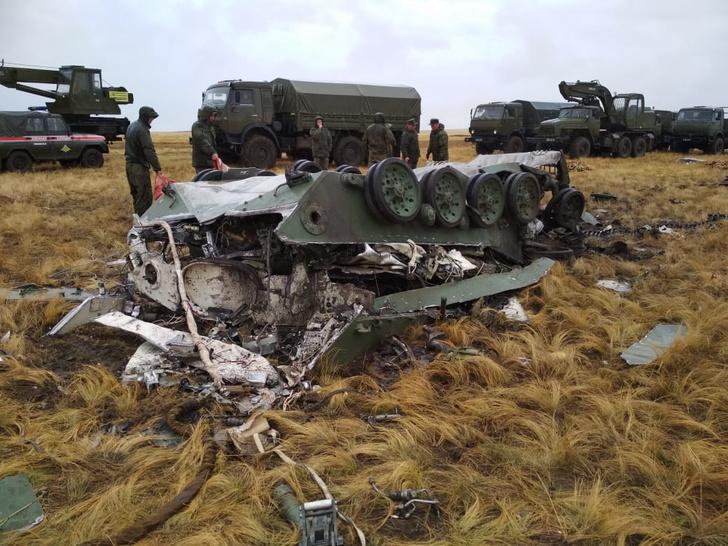 Фото №1 - Две боевые машины ВДВ разбились при десантировании. Фото и видео ЧП попали в Сеть