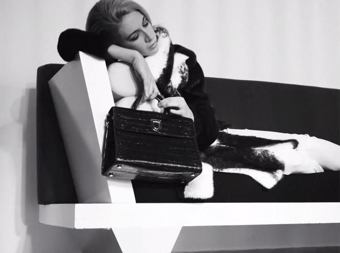 Фото №1 - Dior навсегда: звездные признания в любви легендарной сумке Diorever
