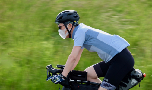 Фото №1 - Иммунолог рассказал, как носить защитную маску весной