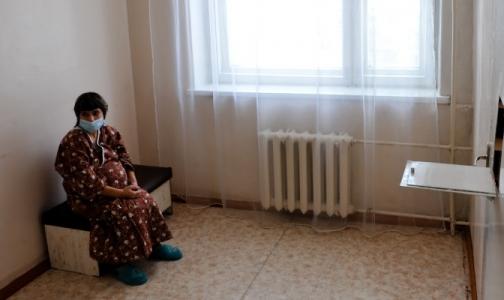 Фото №1 - В больнице Боткина — аншлаг: в родильном отделении не хватает мест