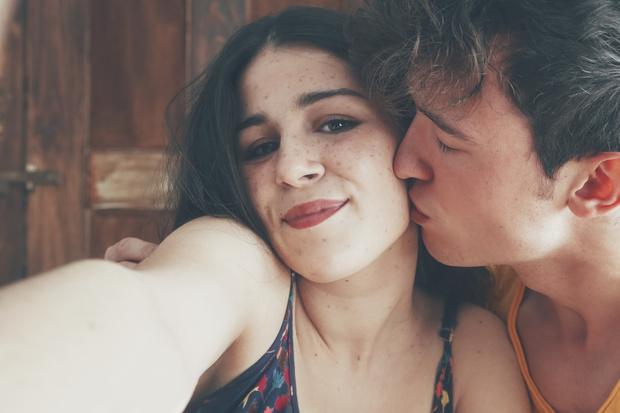 Фото №4 - Как подписать селфи с парнем: подборка самых романтичных цитат