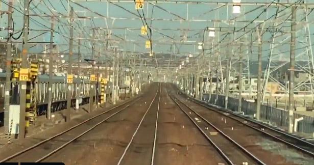 Фото №1 - Оптическая иллюзия: поезд едет с разной скоростью в зависимости от угла зрения