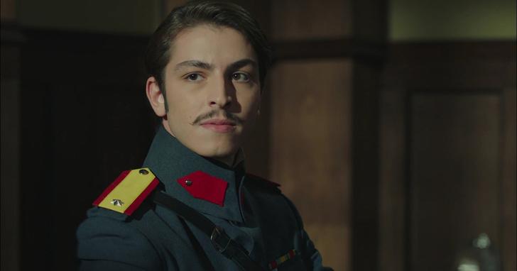 Фото №2 - Осторожно, горячо: самые сексуальные красавчики из турецких сериалов 🔥