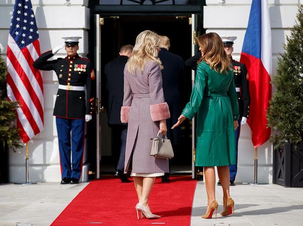 Фото №2 - Этот неловкий момент: конфузы на высшем уровне (в ролях – президенты, премьеры и первые леди)