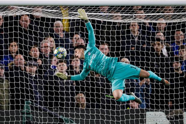 Фото №1 - Форвард «Челси» потроллил вратаря-одноклубника, который забил себе лицом в матче против «Аякса» (видео)