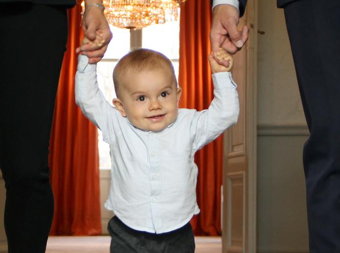 Фото №26 - Принц Оскар: два года в фотографиях