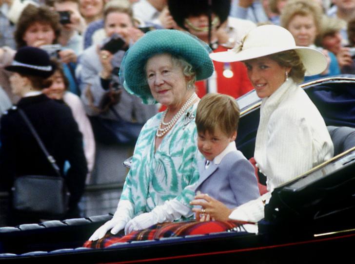 Фото №4 - Как Королева-мать дала принцессе Диане понять, что она больше не часть семьи