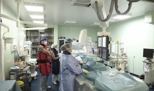 Фото №1 - В 26-й больнице пациентов с инфарктами и инсультами будут оперировать на двух ангиографах