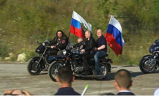 Полиция не будет штрафовать Владимира Путина за езду без шлема