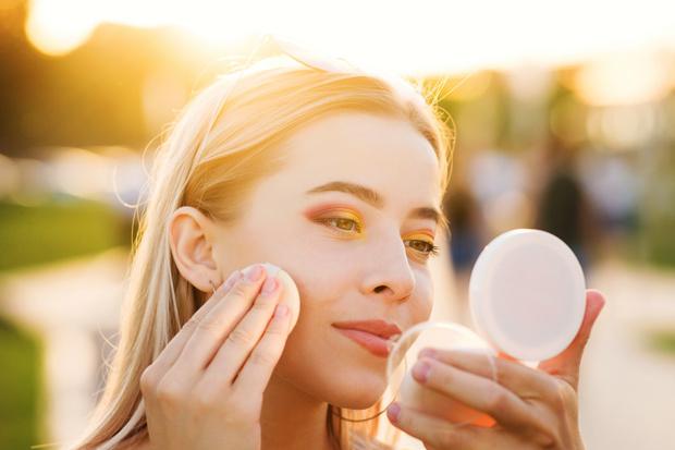 Фото №1 - Как сохранить макияж в жару