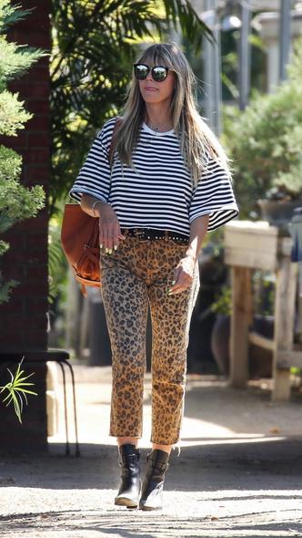 Фото №1 - Леопардовые капри и тельняшка: Хайди Клум на прогулке с мужем