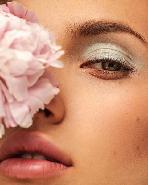 Фото №5 - Школа флористики: 4 интересных приема для «цветочного» макияжа