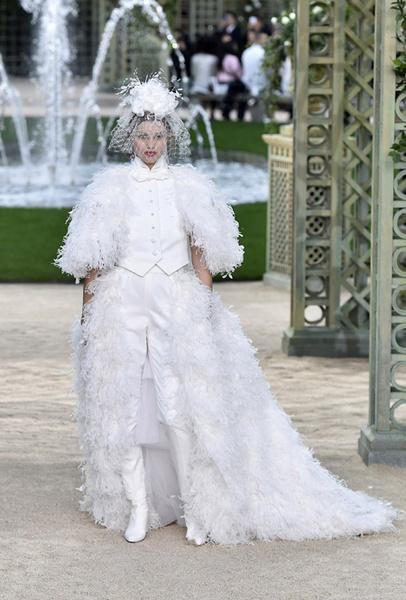 Фото №17 - 35 идей свадебных платьев с подиумов Недели высокой моды в Париже