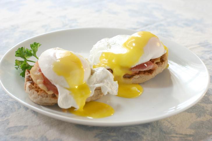 Фото №1 - 13 эффектных, но несложных способов приготовить яйца (видео)