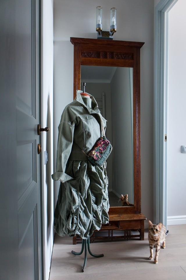 Советский портновский манекен, старинное зеркало начала ХХ века. Дверь, «Лайн-Дор».