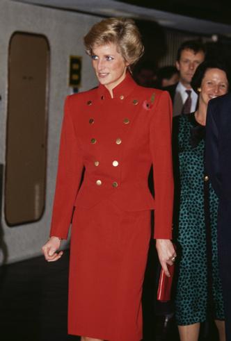 Фото №7 - Диана в Гонконге: наряды самого яркого королевского тура 80-х
