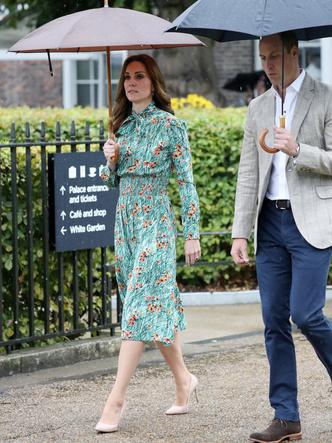 Фото №6 - От Елизаветы II до герцогини Кейт: любимые обувные бренды королевские особ