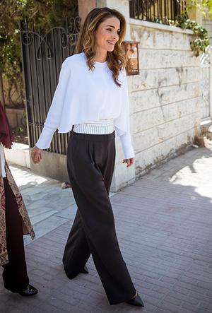 Фото №6 - Дивный Восток: 10 лучших выходов иорданской королевы Рании за 2017 год