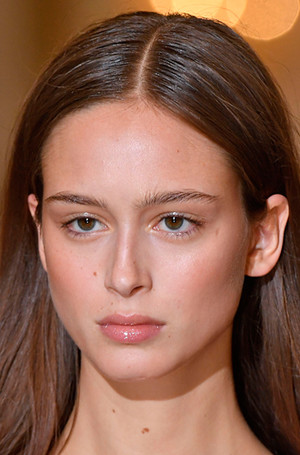 Фото №20 - New pink: 5 трендов «розового» макияжа, которые хочется повторить