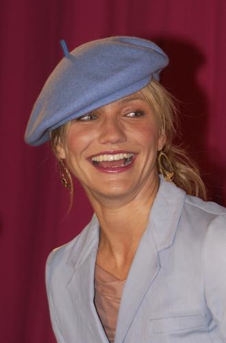 Фото №8 - Вам идет: как подобрать шапку по форме лица и не только