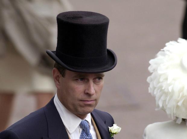 Фото №1 - Модель на троне: как принц Эндрю нарушил протокол ради возлюбленной