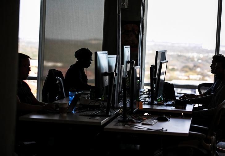Фото №1 - Подрядчик «Фейсбука» свернет деятельность после расследования СМИ об адских условиях труда модераторов