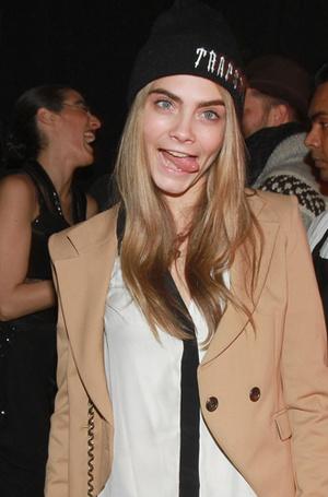 Фото №13 - Фейспалм и губы уточкой: самые смешные фото Кары Делевинь