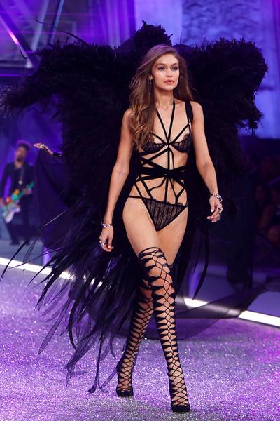 Фото №1 - Разрушаем стереотипы: модели Victoria's Secret обожают вредную еду
