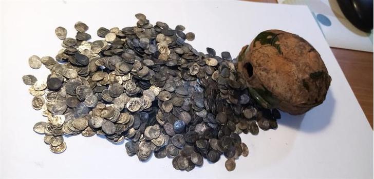 Фото №1 - В Великом Новгороде нашли клад начала XVII века