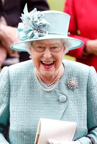 Фото №15 - Делайте ставки, господа: шляпки Королевы на Royal Ascot