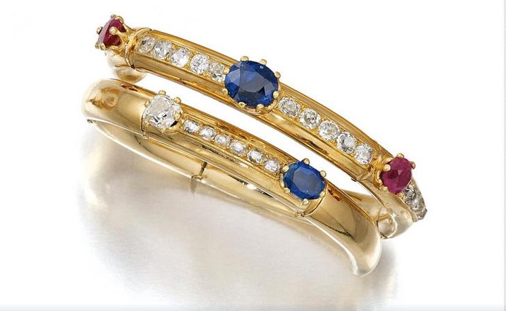 Золотой браслет с сапфирами, рубинами и бриллиантами (9–12 тыс. фунтов стерлингов)