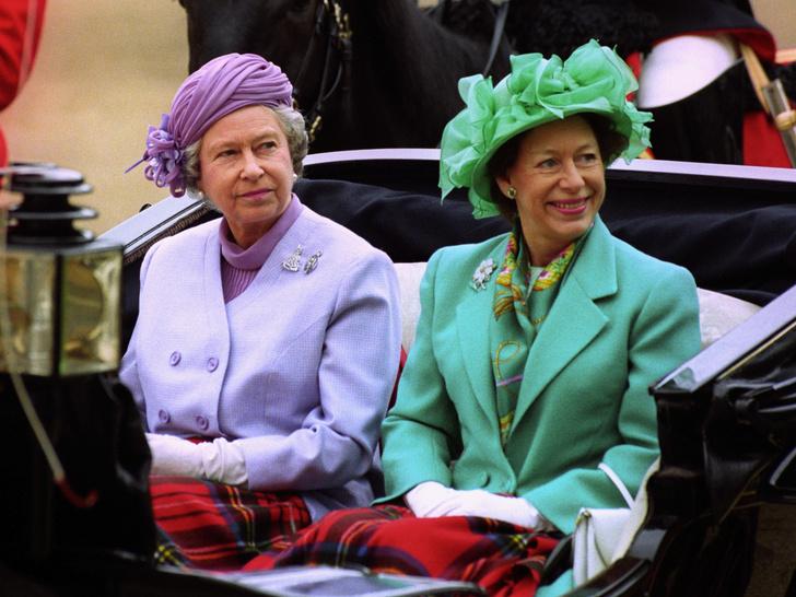Фото №1 - Сестры и лучшие подруги: 20 самых трогательных и теплых фото Королевы и принцессы Маргарет