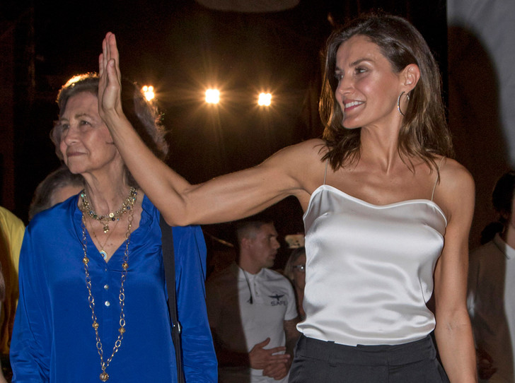 Фото №1 - Почему королева Испании Летиция уходит в тень
