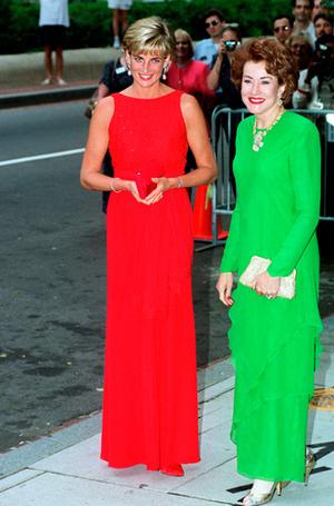 Фото №40 - 70 красных нарядов: как принцесса Диана носила любимый цвет