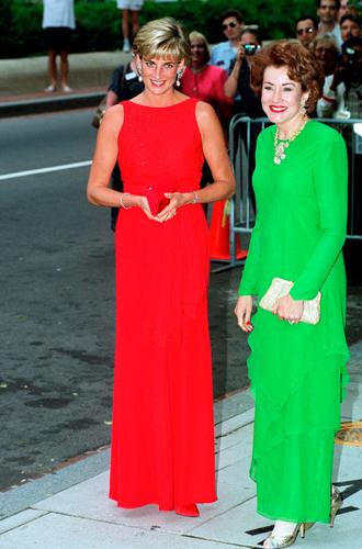 Фото №20 - 60 красных нарядов: как принцесса Диана носила любимый цвет