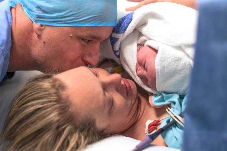 Фото №1 - Муж выложил фото жены после родов, но такой реакции не ожидал