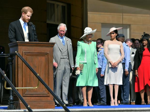 Фото №2 - Герцогиня-грубиянка: как Меган оскорбила принца Чарльза в его день рождения