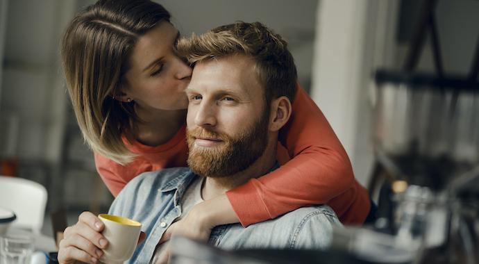 4 способа ненавязчиво привлечь внимание партнера