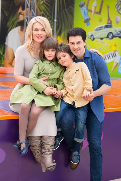 Фото №2 - Антон и Виктория Макарские: «Карантин— счастье быть всем вместе»