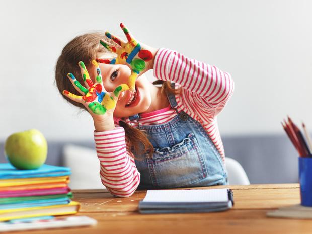 Фото №1 - Воспитание по системе Монтессори: стоит ли относиться к ребенку как к взрослому