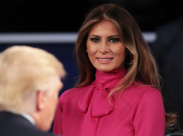 Фото №3 - Как Мелания Трамп «наказывает» мужа при помощи своего гардероба