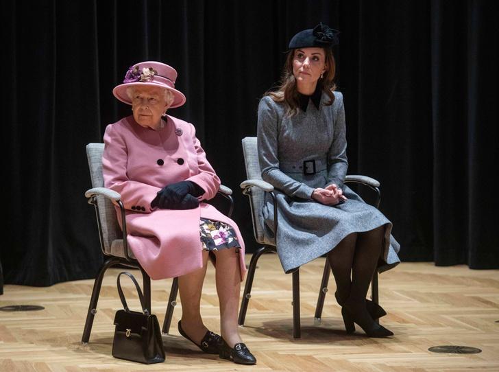 Фото №2 - Герцогиня Кейт удостоена личной награды Королевы (и поклонникам Меган это не нравится)