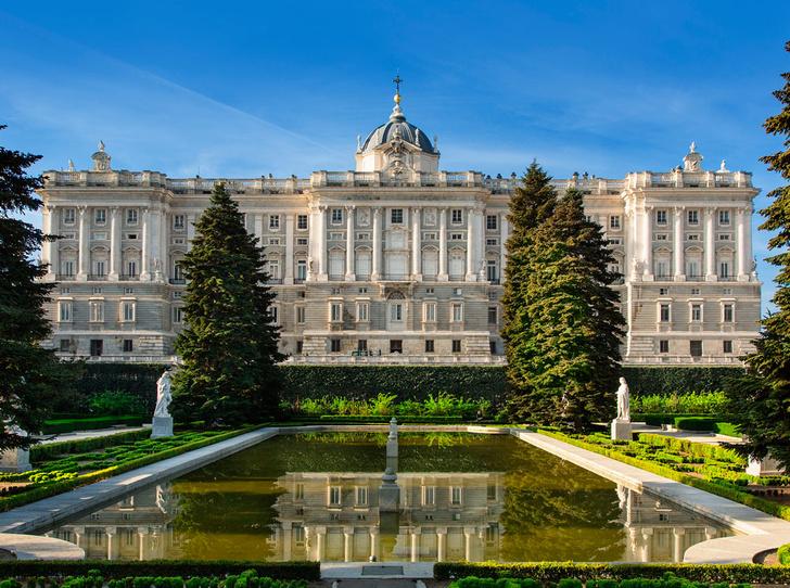 Фото №6 - Самые красивые королевские дома по всему миру