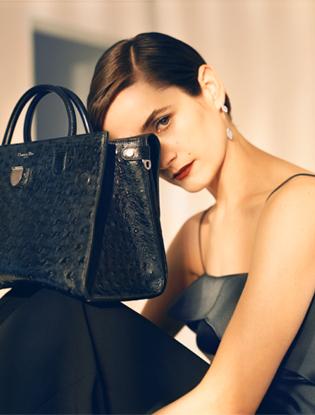 Фото №2 - Dior навсегда: звездные признания в любви легендарной сумке Diorever