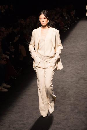 Фото №2 - Возвращение в офис: меняем пижамный лук на деловой стиль