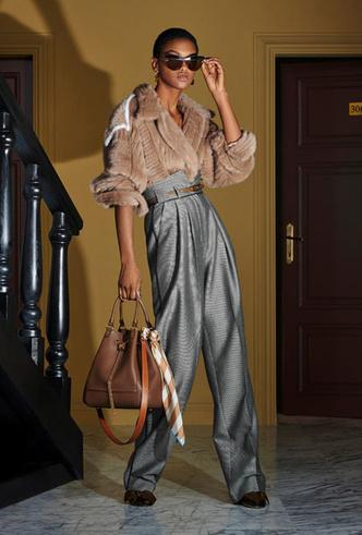 Фото №24 - Как носить шелковые платки: 10 самых простых и стильных способов