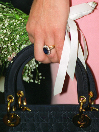 Фото №5 - Не только кольцо Дианы и Кейт: еще одно знаменитое сапфировое украшение Виндзоров
