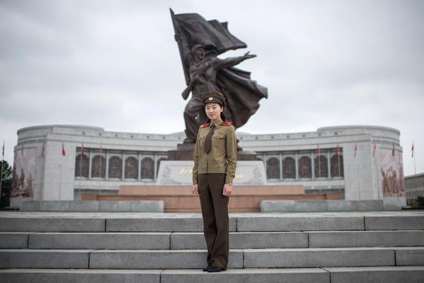Фото №2 - Воин в юбке: страны, в которых девушки обязаны пройти службу в армии