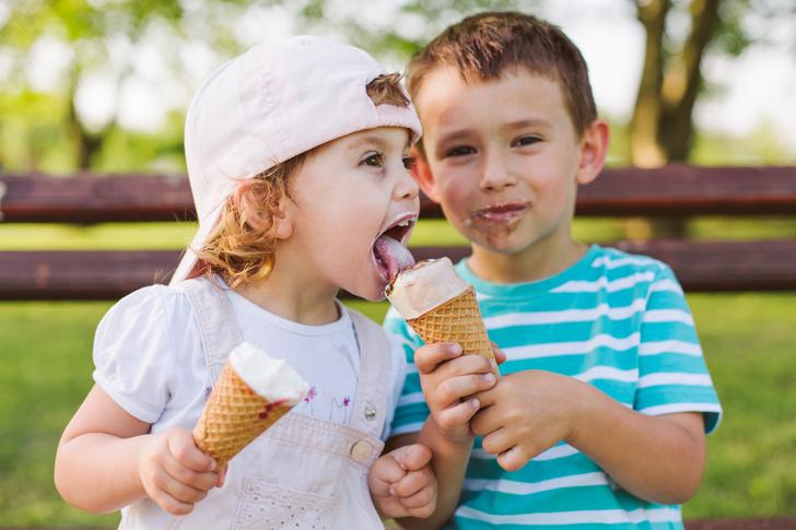 Фото №1 - Что будет, если запретить ребенку сладости: опыт звезд и мнение врача