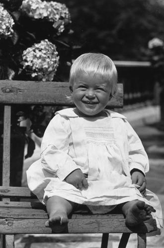 Фото №2 - Молодой принц Филипп: редкие и забытые фото супруга Елизаветы II